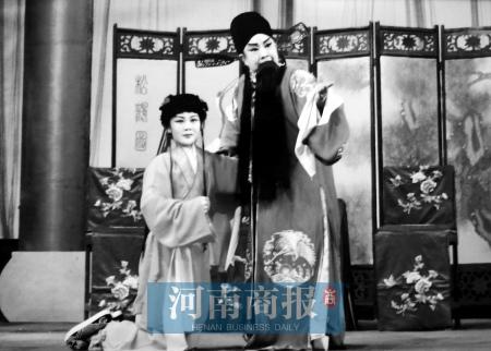 王素君的小生剧照(右)